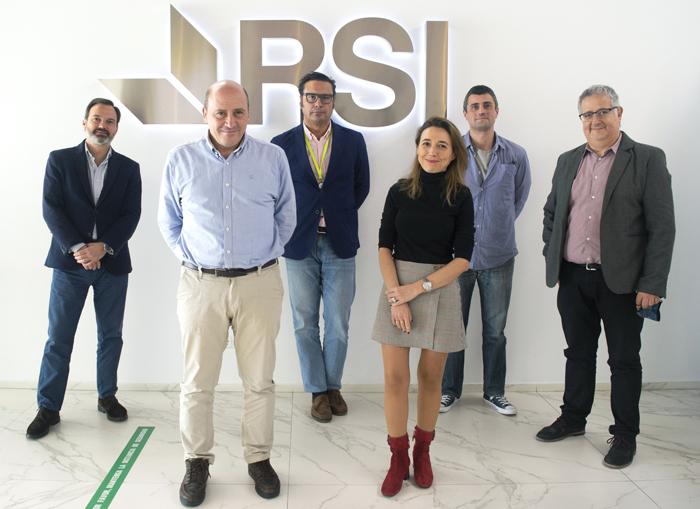 Andrés Ybarra de Capua a l'esqerra amb l'equip de RSI