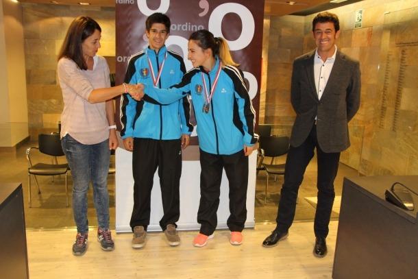 Els cònsols d'Ordino reben els joves karatekes Sandra Herver i Joel Quintana