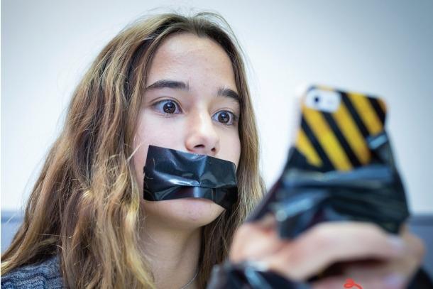 El Punt d'Informació Juvenil d'Encamp acollirà una mostra fotogràfica sobre l'addicció a les xarxes socials
