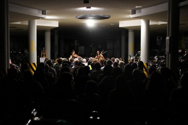 El duo de viola i violoncel Toc de greu omple el Museu de la Moto de Canillo