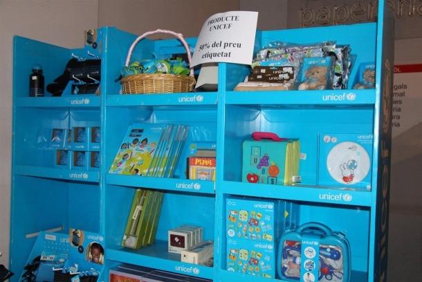 Productes d'Unicef en venda al mercat solidari dels Encants.