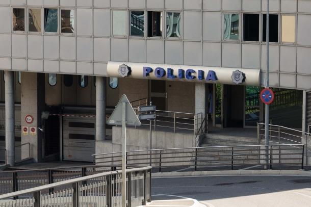 Un resident de 30 anys va ser detingut diumenge a la tarda a Escaldes-Engordany per una disputa de parella, en presència d'un fill menor, amb amenaces.