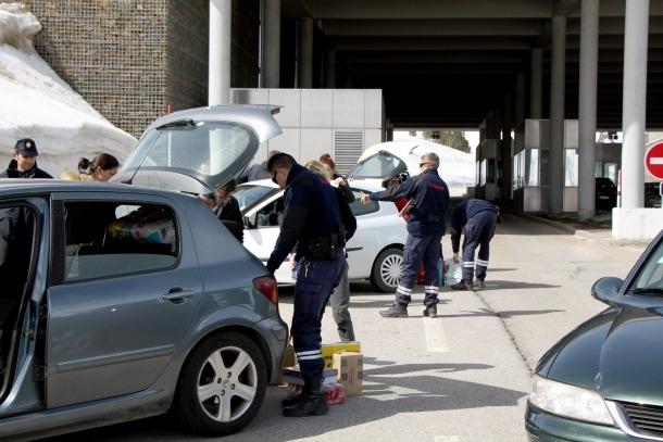 Un control de vehicles a la frontera del Pas de la Casa.