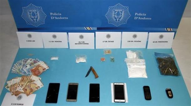 Cos de Policia/ El material decomissat en l'operació