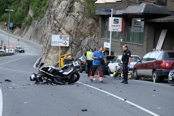 Així van quedar les dues motos que van xocar frontalment a la carretera de l'Obac.