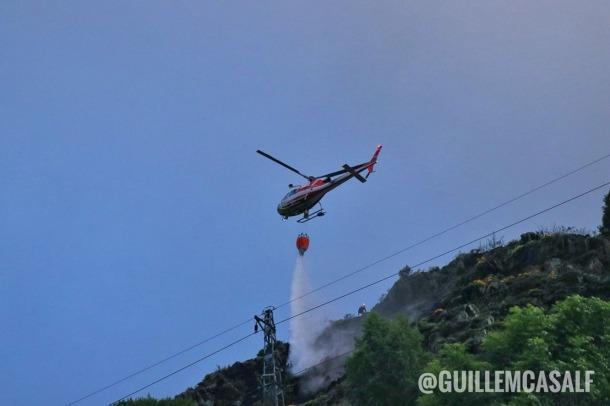 L'helicòpter, actuant aquest diumenge al matí a la zona.