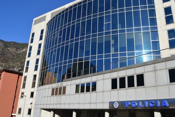 Una imatge de l'edifici de la policia.
