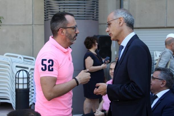 El gerent de l'Acoda, Víctor Filloy, conversa amb el cap de Govern, Toni Martí, en un acte recent.
