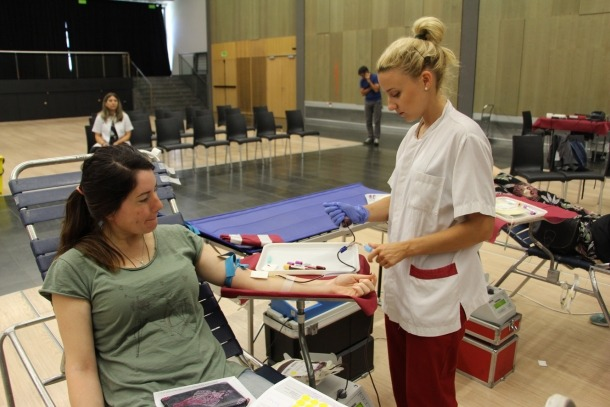 Un moment d'una donació de sang.