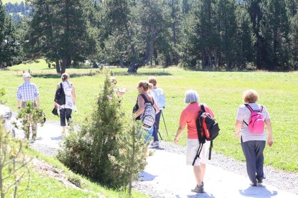Persones en una ruta de senderisme.