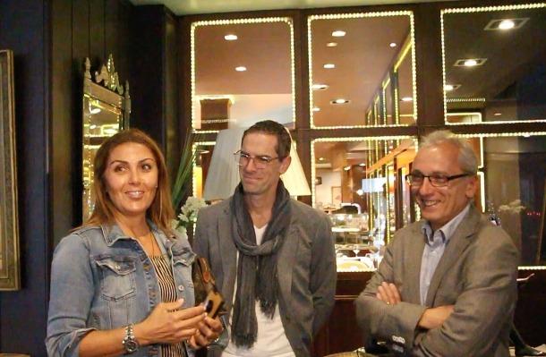 El president del Cirque du Soleil, Jonathan Tétrault i la directora de la divisió d'Esdeveniment de la companyia, Yasmine Khalil, amb el ministre de Turisme, Francesc Camp, aquest dissabte.