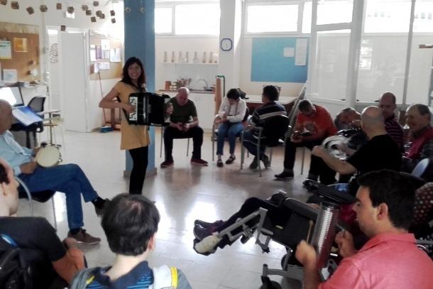 Participants en el projecte 'Música al Claror'.