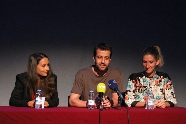 Quim Salvat i Montse Valls, durant la presentació del videoclip.