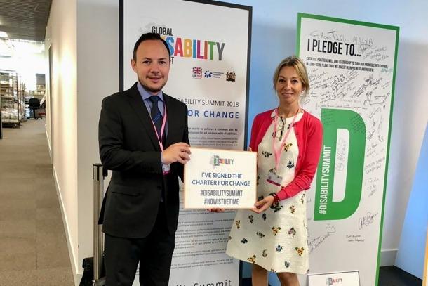 El ministre d'Afers Socials, Justícia i Interior, Xavier Espot, i la secretària d'Estat d'Afers Socials i Ocupació, Ester Fenoll, en la Cimera mundial de la discapacitat 'Global Disability Summit'.