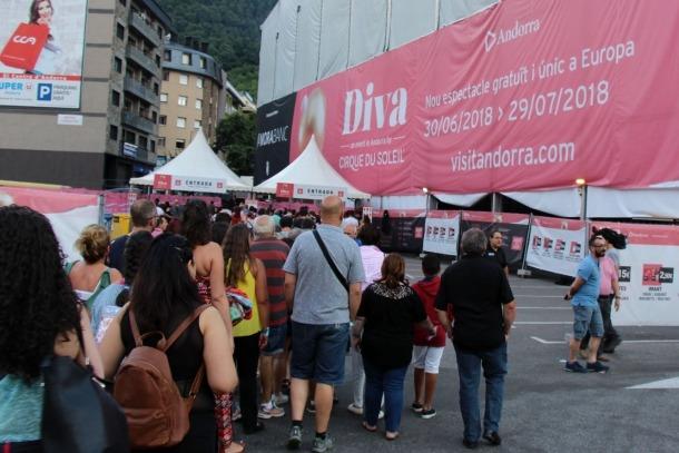 Els espectadors de la darrera funció de 'Diva', abans de l'actuació.