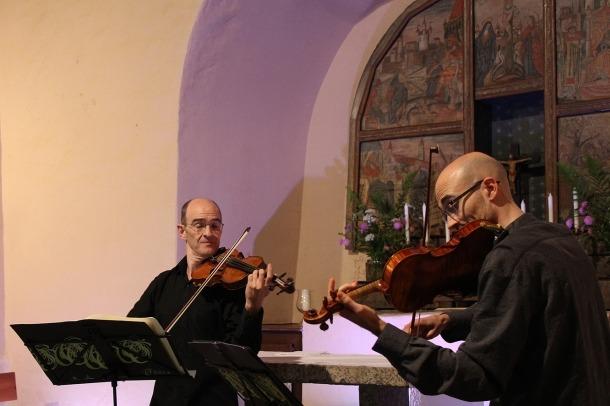 El duo Dolce Corda en una actuació aquest estiu.