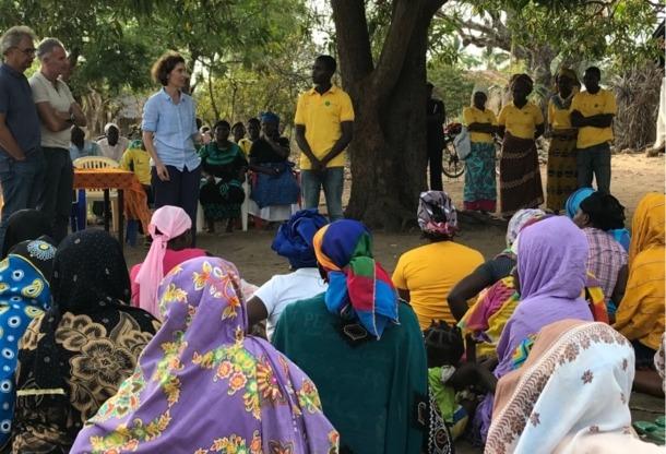 La ministra d'Afers Exteriors, Maria Ubach, de visita a l'Illa d'Ibo, Moçambic.