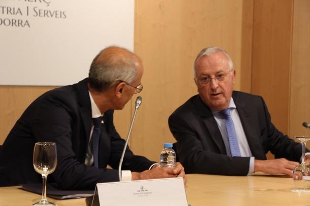 El cap de Govern, Toni Martí, i el president de la Cambra de Comerç, Miquel Armengol, en l'acte d'aquest dimarts.