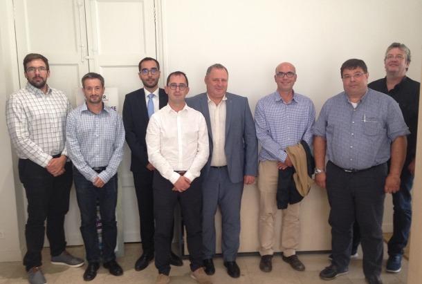La delegació andorrana amb els representants de l'associació Qualit'EnR.