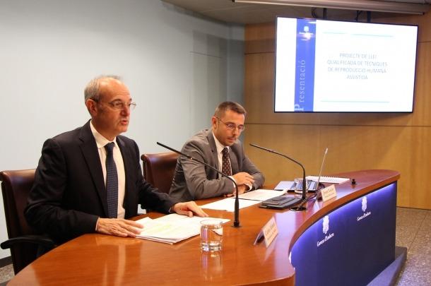 El ministre de Salut, Carles Álvarez, i el secretari d'Estat de Salut, Joan León, durant la presentació del projecte de llei, el 3 de setembre.