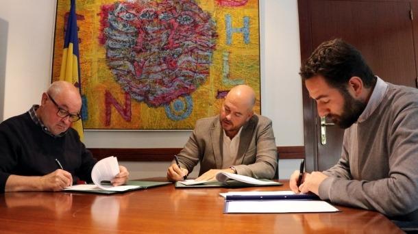 El moment de la signatura.