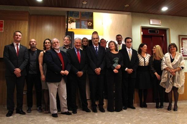 Una imatge dels guanyadors i els patrocinadors dels premis en la darrera Nit literària.