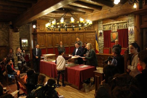 Un moment de la votació per escollir els representants de l'onzè Consell d'infants.