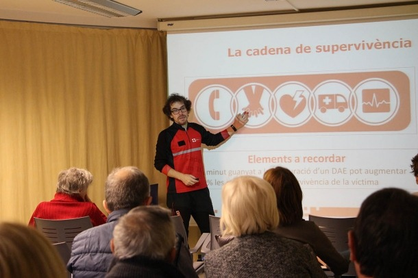 El responsable del centre nacional de formació de la Creu Roja Andorrana, Jordi Moran, durant el taller.
