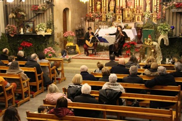 Un moment del concert de la violoncel·lista andorrana Carolina Bartumeu i la guitarrista espanyola Silvia Nogales celebrat aquest diumenge