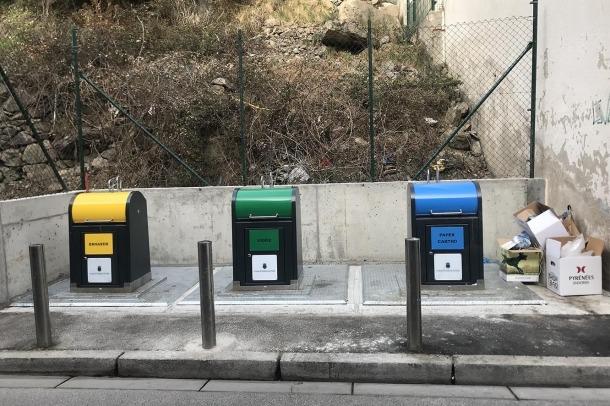 Els contenidors instal·lats a Mestre Xavier Plana.