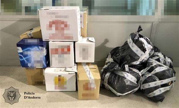 El material requisat la setmana passada a les tres persones detingudes.