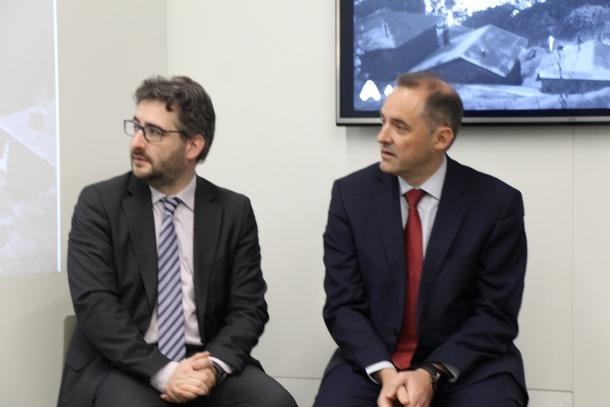 El ministre d'Educació i Ensenyament Superior, Eric Jover, i el director general d'Andorra Telecom, Jordi Nadal.