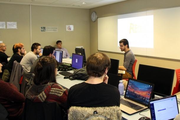 Un moment de la formació 'Videojocs: de què parlem? / Videojocs: art i tecnologia', impartida a la Universitat d'Andorra i organitzada per Andorra Telecom.