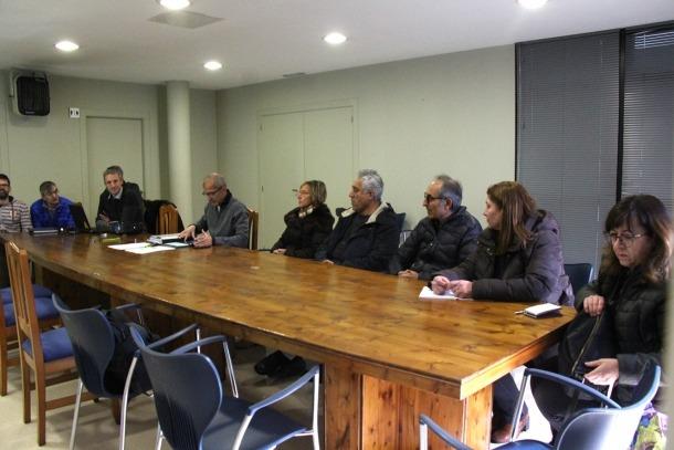 La primera reunió que van mantenir la plataforma Aldosa Veïns i FEDA abans de l'inici de les obres.