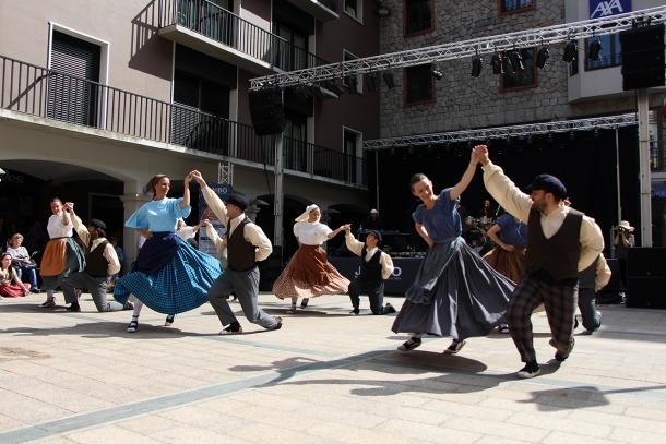 Les actuacions dels esbarts dansaires del país en el marc del Jambo Street Music 2018.