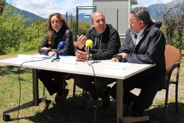 Sandra Tomàs, consellera de Gent Gran i d'Infància d'Escaldes-Engordany; Pere Moles, comissari de la Biennal Andorra L'Andart, i Albert Moles, director general de FEDA.
