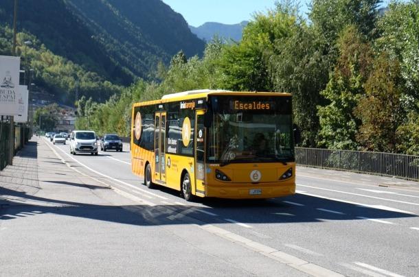 Un autobús que cobreix una de les línies nacionals.