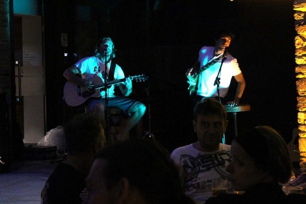 El grup, durant l'actuació d'aquest dimecres a la nit.