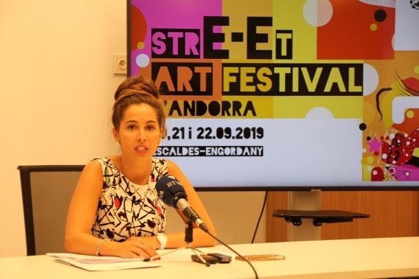 La consellera Laura Lavado presenta l'Street Art Festival.