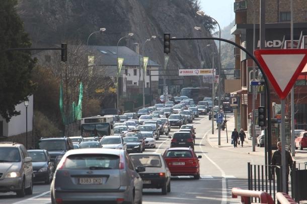 Cues a l'entrada a Sant Julià.