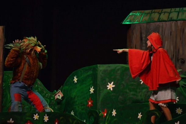 Una imatge de l'espectacle 'La caputxeta i el llop'.