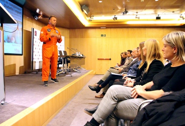 L'astronauta Josu Feijoo en la conferència sobre la diabetis.