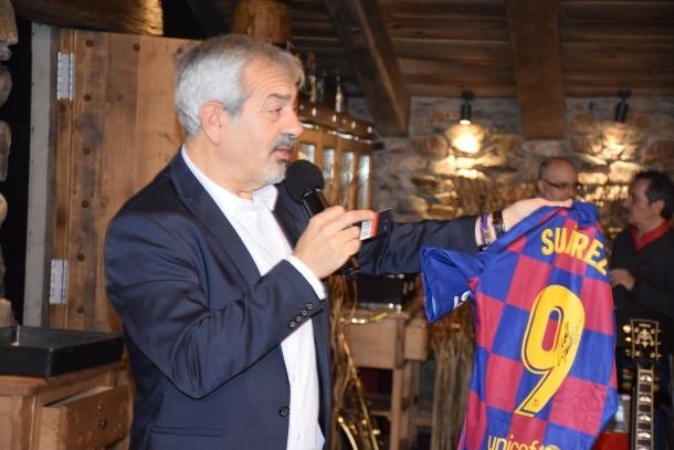 arlos Sobera amb la samarreta de Luís Suárez.