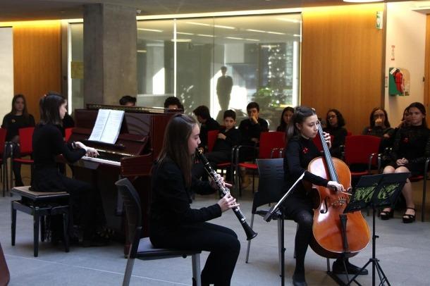 Joves músics durant el Concert de Nadal.