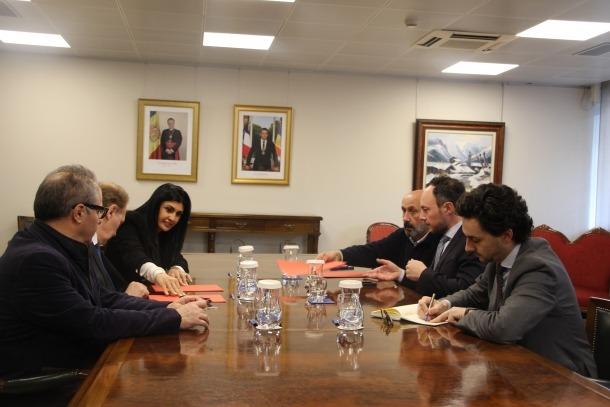 Reunió del cap de Govern, Xavier Espot, i el ministre de Salut, Joan Martínez Benazet, amb representants del grup parlamentari terceravia per tractar el pacte d'Estat.