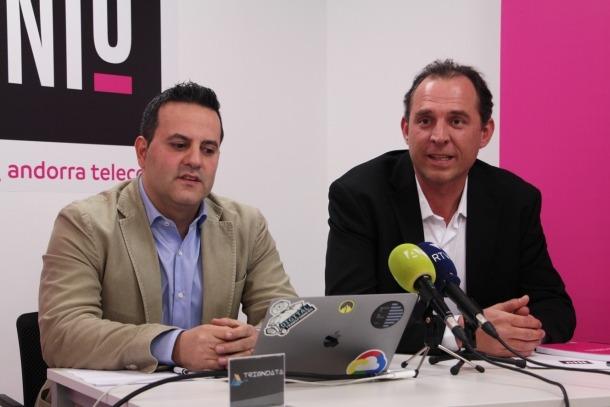 L'emprenedor Pedro Miranda i el responsable del Niu, Miquel Gouarré, durant la presentació de l''start-up' TrionData.