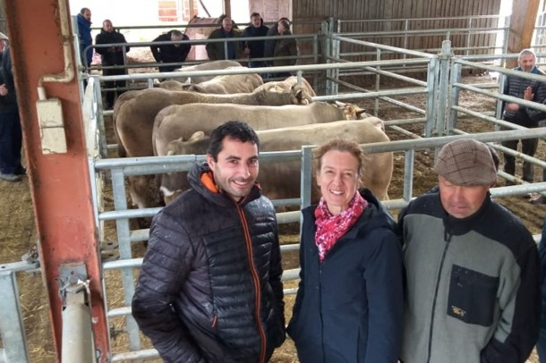 La ministra de Medi Ambient, Agricultura i Sostenibilitat, Sílvia Calvó, acompanyada de ramaders andorrans a les instal·lacions del Groupe Gascon.