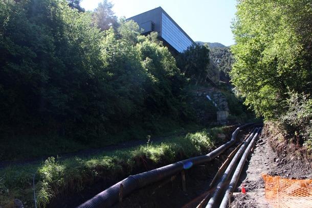 Les canonades de la xarxa de calor, al costat del Centre de Tractament de Residus.
