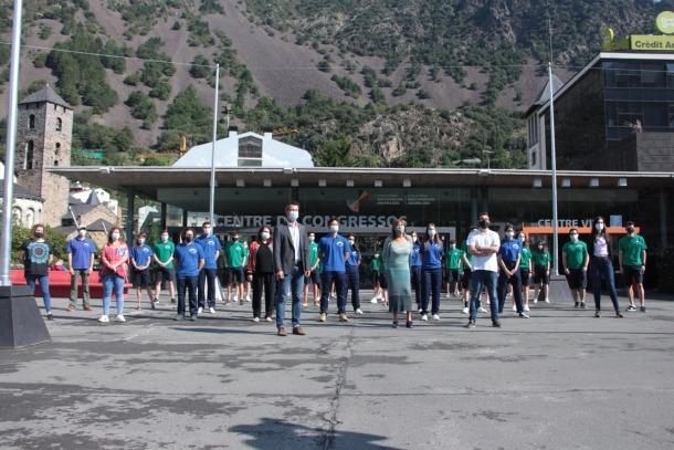Foto de família dels informadors turístics del comú d'Andorra la Vella.