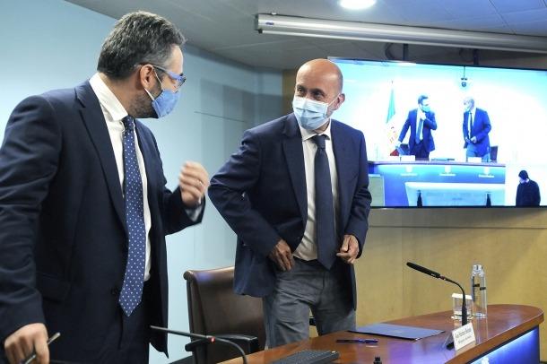 Els ministres portaveu i de Salut, Eric Jover i Joan Martínez Benazet, amb la mascareta posada.